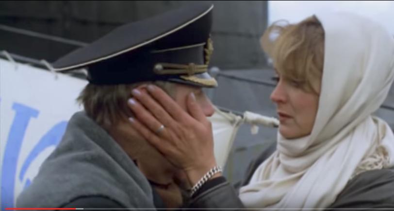 Каждый раз расставание жены с мужем-подводником – испытание. Фото Кадр из фильма «72 метра», Скриншот Youtube