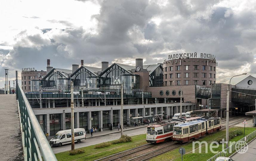 На Ладожском вокзале детей ждали родители.