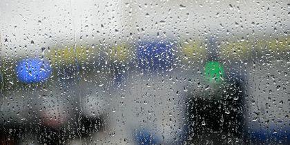 """В Москве идёт сильный ливень. Фото Василий Кузьмичёнок, """"Metro"""""""