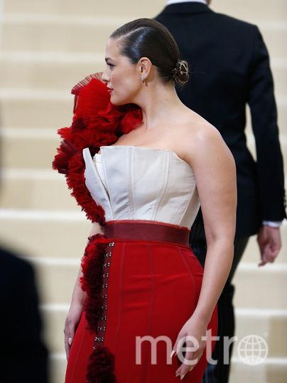 Эшли Грэм и Тесс Холлидей оголились в честь Дня нудиста. Фото Getty