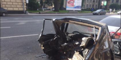 """ВАЗ """"всмятку"""" - ДТП в Петербурге собрало пять автомобилей."""