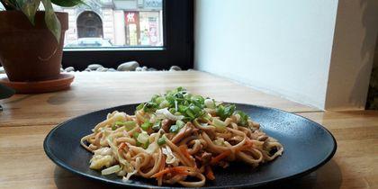 Joly Woo - вок курица с овощами.