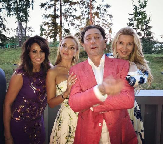 Григорий Лепс с Татьяной Навкой и гостями вечера. Фото instagram/tatiana_navka