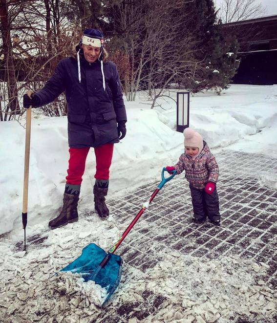 Дмитрий Песков с дочерью Надеждой - фотоархив. Фото Все - скриншот Instagram
