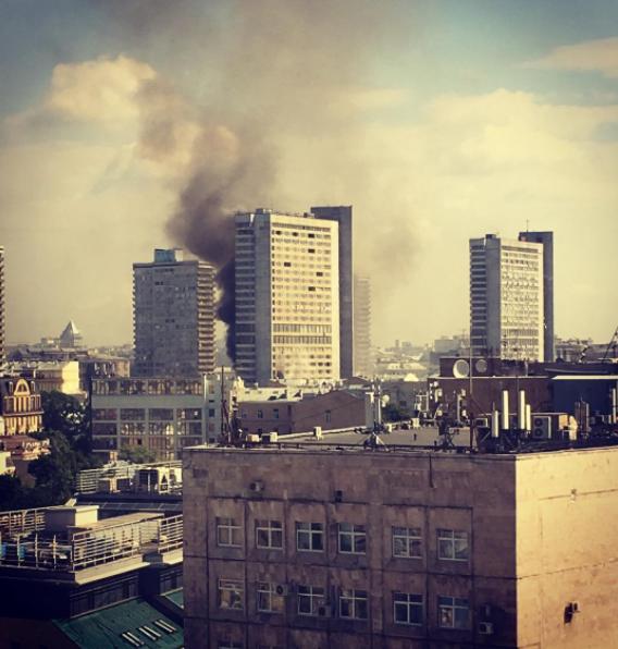 Пожар в высотке на Новом Арбате. Фото все - скриншоты Instagram