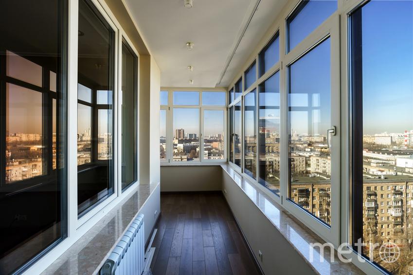 Сделать ремонт на балконе и завтракать, любуясь видом. Фото pressfoto