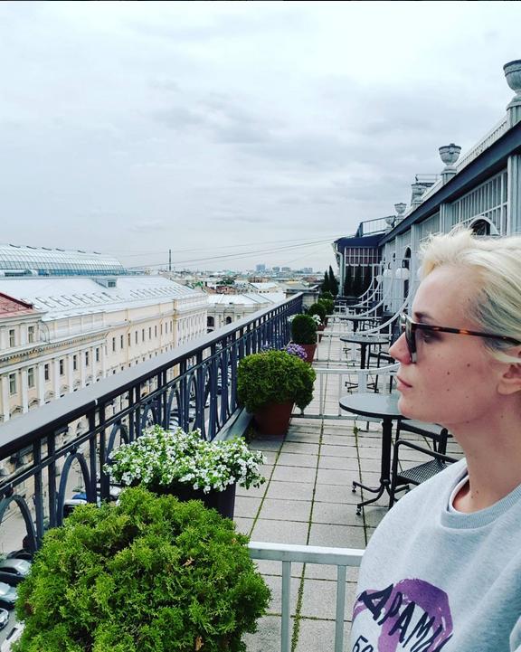Полина Гагарина показала фигуру в купальнике впервые после родов. Фото Скриншот Instagram/gagara1987
