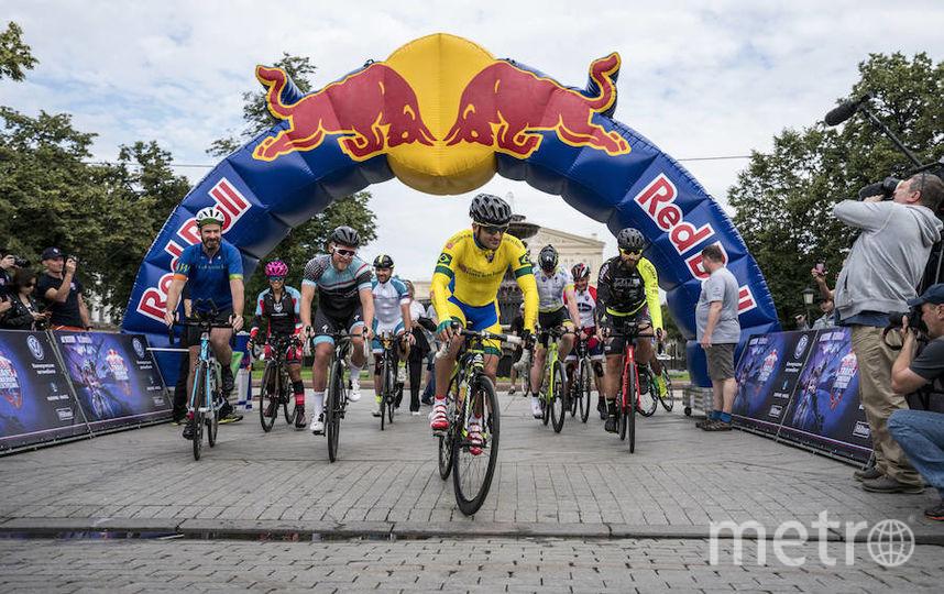 В гонке принимают участие 10 велосипедистов.