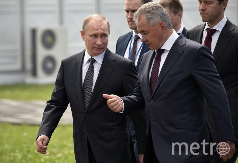 Владимир Путин и Сергей Шойгу на МАКС-2017 в Жуковском. Фото AFP