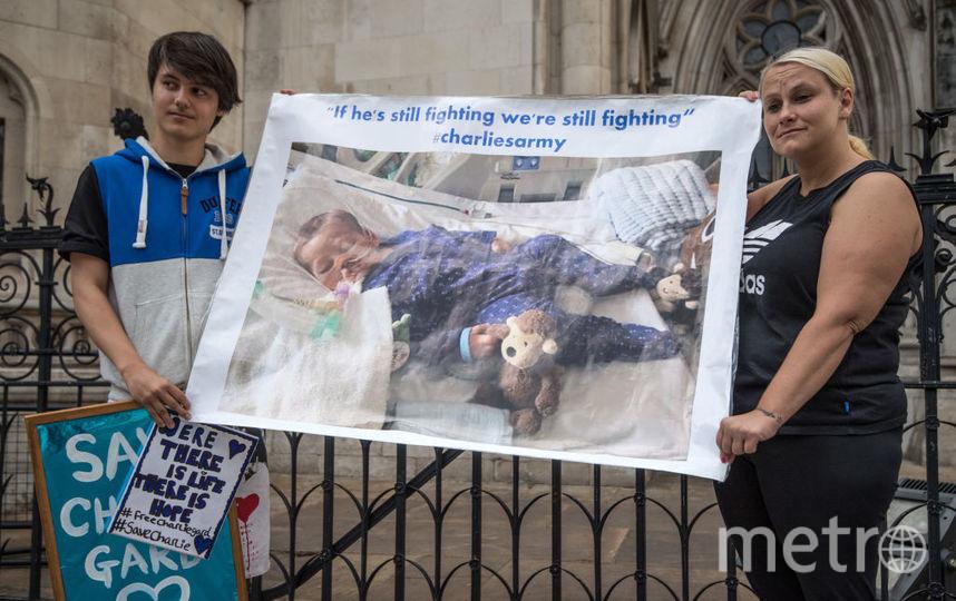 Митинг в поддержку Чарли Гарда.