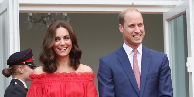 Кейт Миддлтон оголила плечи на приеме в честь королевской семьи