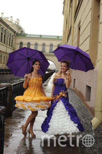 По Петербургу прогулялись модели в платьях из воздушных шаров. Фото Фото предоставлено Натальей Лебедевой.