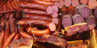 В Москве супруги пытались вывезти в коляске украденную из супермаркета колбасу