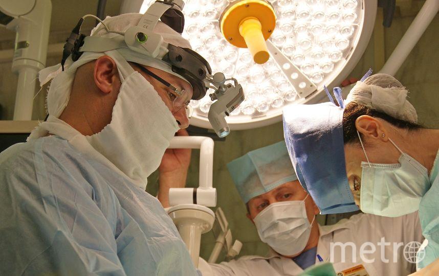 Из-за огромного размера опухоли состав операционной группы увеличили. Фото ФГБУ «РНИОИ» Минздрава России