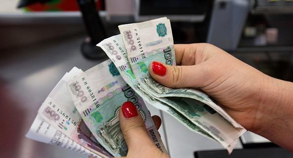 Статистика: В мае средняя зарплата в Петербурге составила 52 тысячи рублей