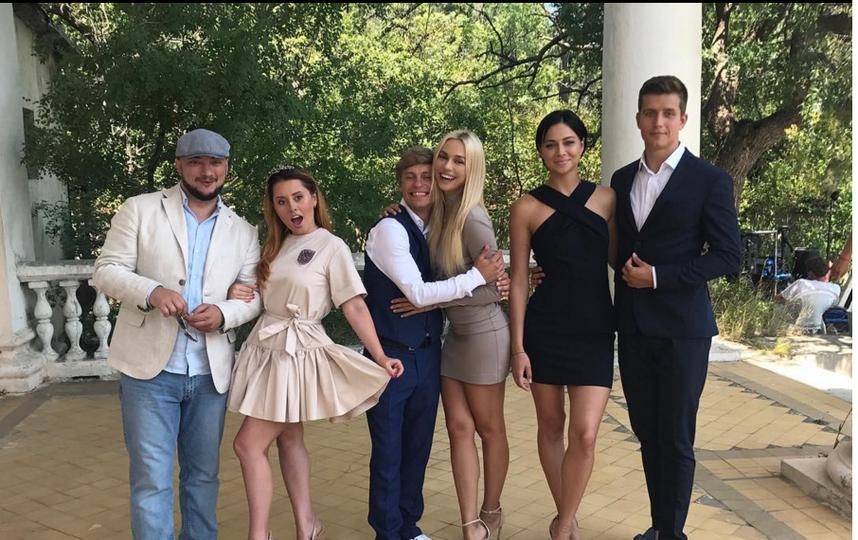 Настасья Самбурская вышла замуж: кольцо направой руке шокировало фанатов