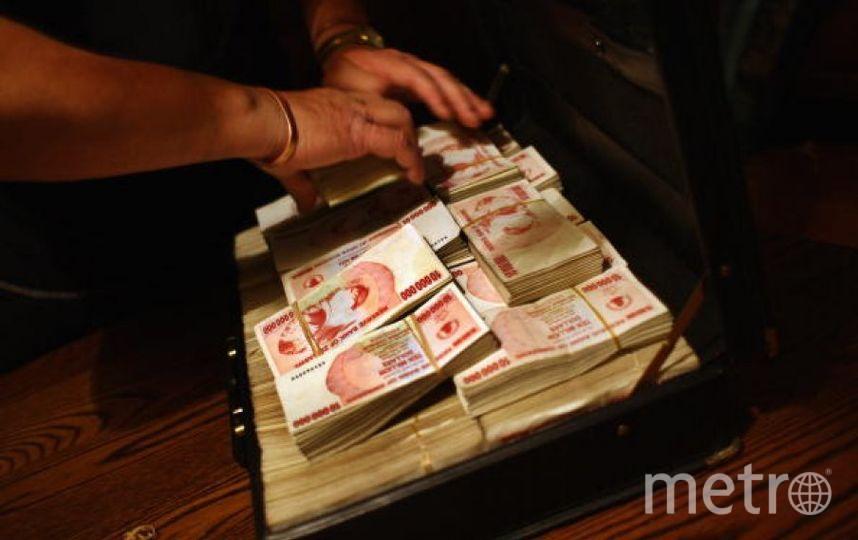 Доллары Зимбабве. Фото Getty