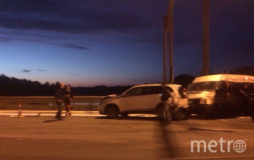 """ДТП """"всмятку"""" на пятерых в Петербурге: от авто остались одни фары."""