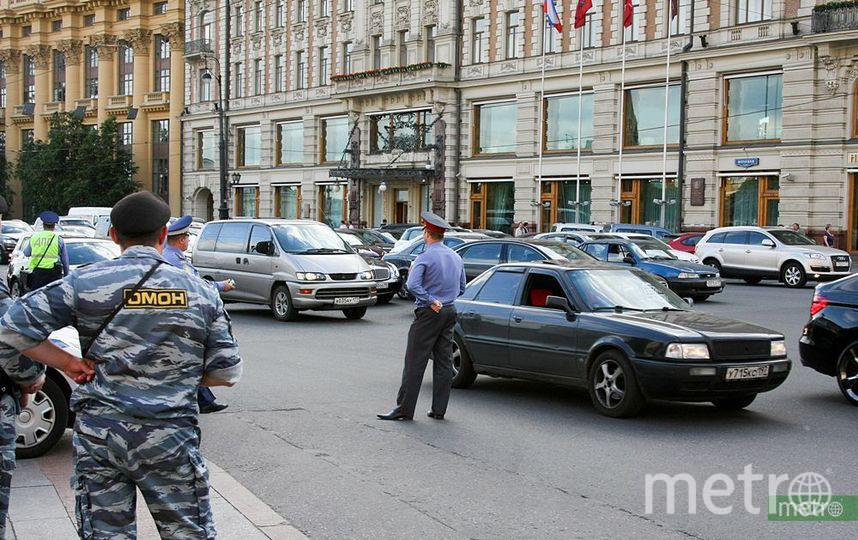 """Мужчина покусал полицейского в центре Москвы. Фото Василий Кузьмичёнок, """"Metro"""""""