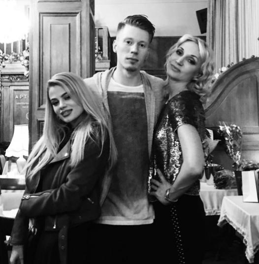 Никита Пресняков с Алёной Красновой и Кристиной Орбакайте. Фото Instagram Никиты Преснякова.
