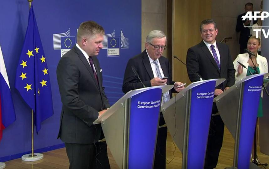 Президент Еврокомиссии сбросил звонок Ангелы Меркель. Фото Все - скриншот YouTube