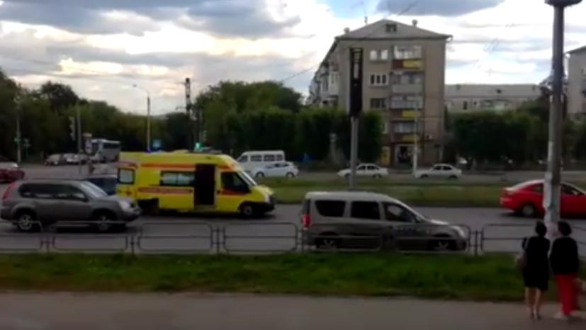 """В Магнитогорске """"скорая"""" с умирающей пациенткой сбила на зебре велосипедистку."""