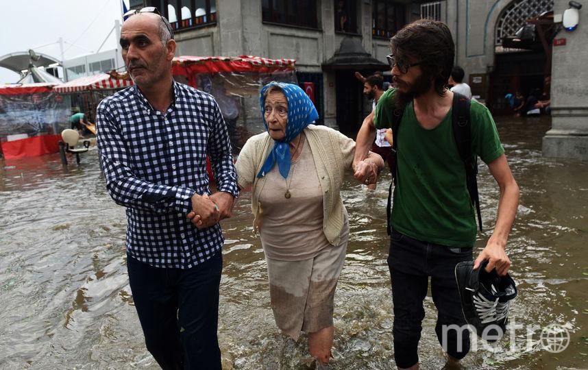 Шторм в Стамбуле, пострадали не менее 10 человек. Фото AFP