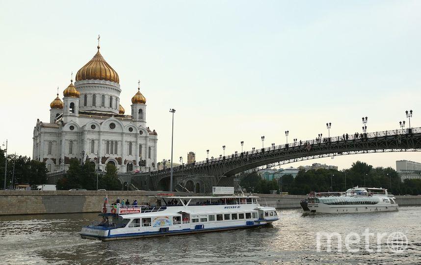 Пьяный мужчина угнал пассажирский теплоход на Москва-реке и столкнулся с другим судном. Фото Getty