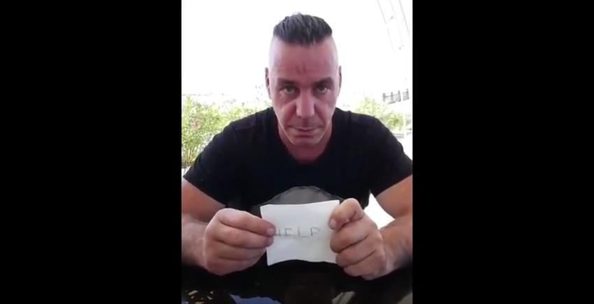 Солист группы Rammstein целовался с Лолитой на камеру. Фото Скриншот Youtube