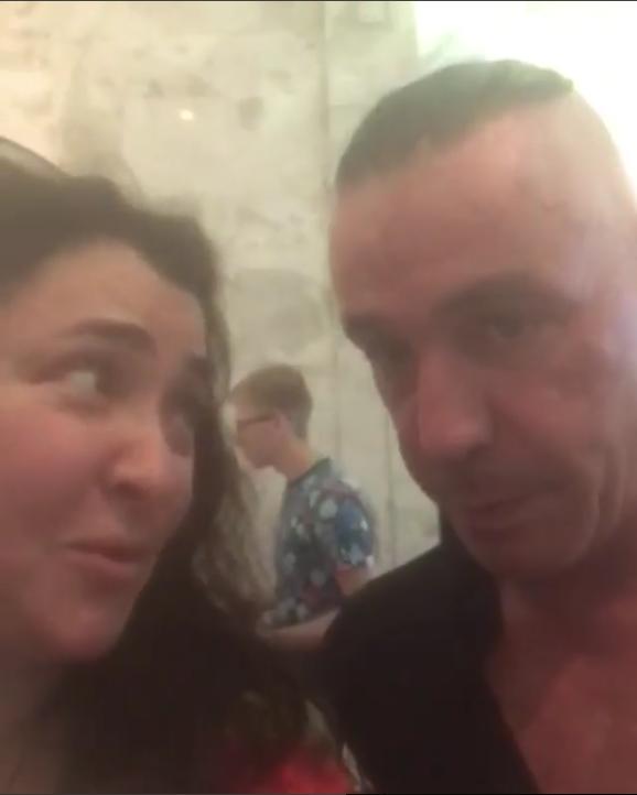 Солист группы Rammstein целовался с Лолитой на камеру. Фото Скриншот/Instagram: lolitamilyavskaya