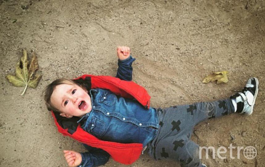 В Свердловской области отец, бивший ребёнка об асфальт, предстал перед судом. Фото Getty