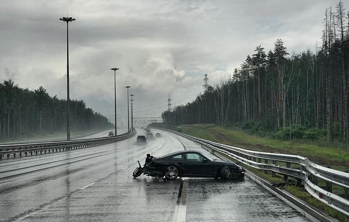 Самый богатый блогер России попал в автокатастрофу на своем Porshe.