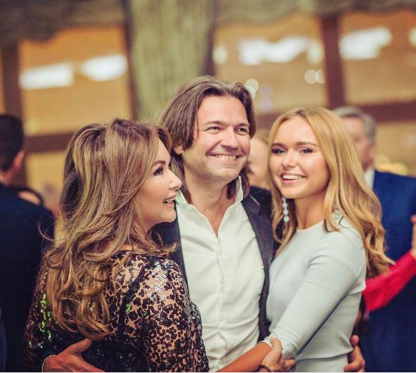 Стефания Маликова с родителями. Фото Instagram Стеши.