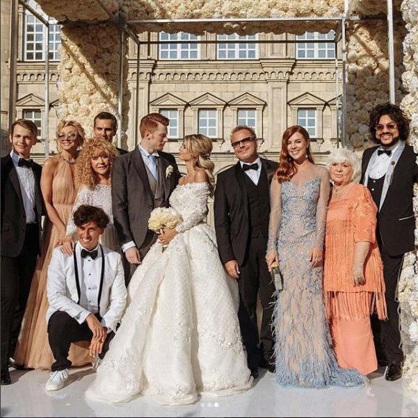 .instagram.com/allapugacheva_koroleva/?hl=ru.