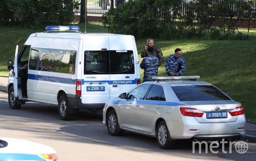 Полиция у здания Мособлсуда. Фото Василий Кузьмичёнок