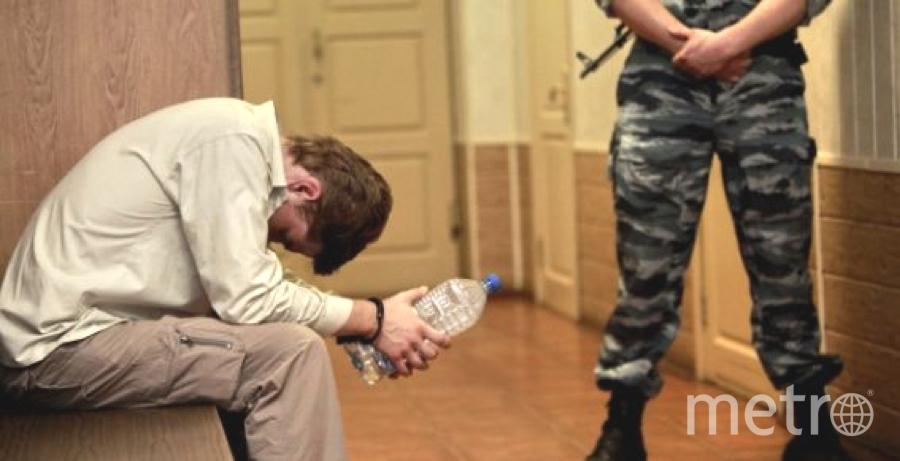 ВПетербурге подозреваемый визнасиловании ударил полицейского ножом