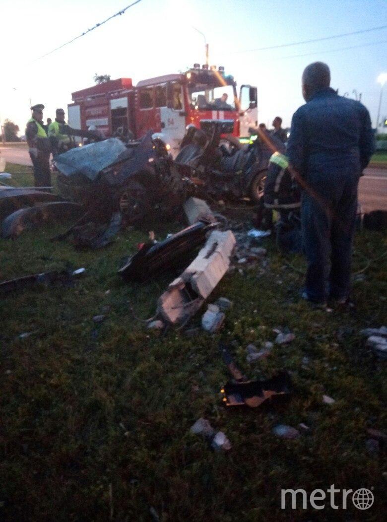 Водителя вырезали из салона спасатели МЧС. Фото vk.com