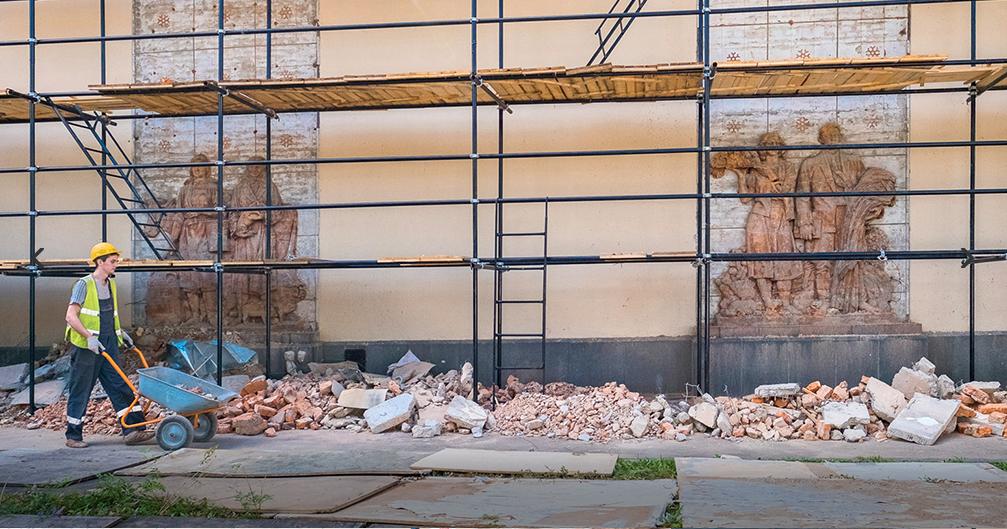 В павильоне на ВДНХ во время реставрации нашли скрытые барельефы. Фото mos.ru