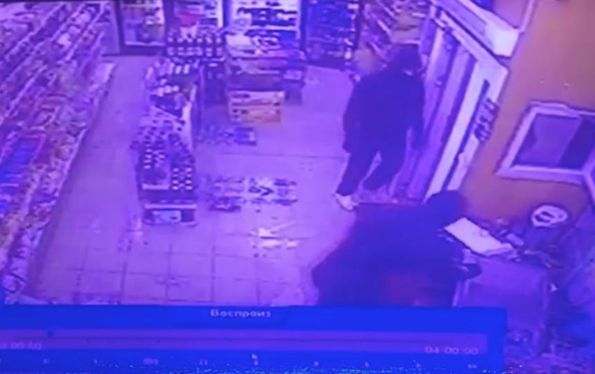 Москвичи подожгли кассира за реализацию алкоголя после 23 часов
