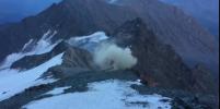 Вертолёт прилетел на помощь альпинистам в Альпах и тут же разбился