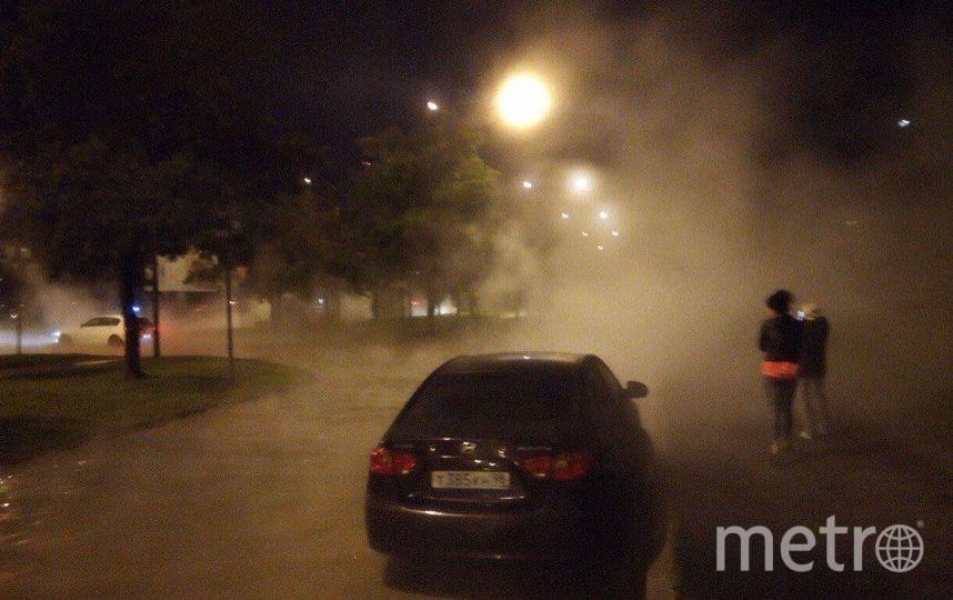 НаВасильевском острове десятки авто залило кипятком, один провалился васфальт