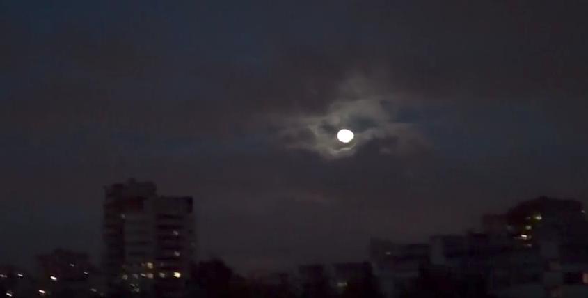 Лунное затмение в Петербурге. Фото vk.com