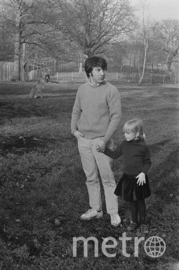 Дастин Хоффман с приемной дочкой Кариной - 1971 год. Фото Getty