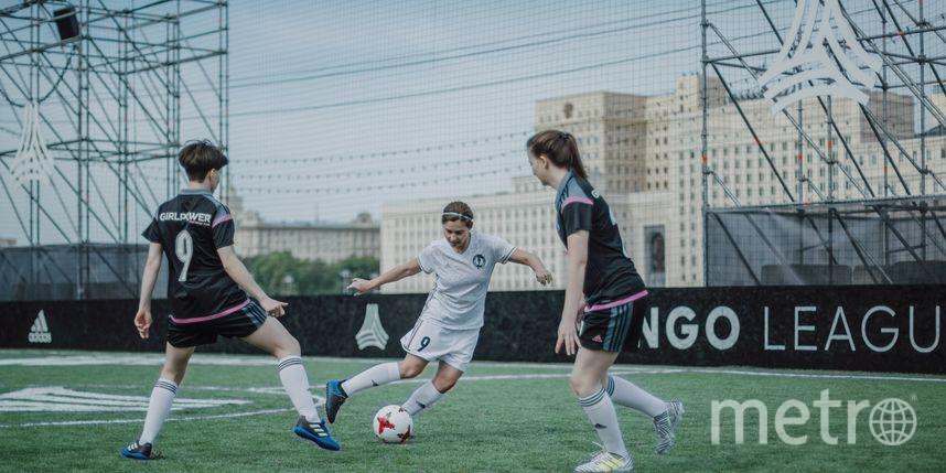 Тренировки женской футбольной команды заканчиваются оргией