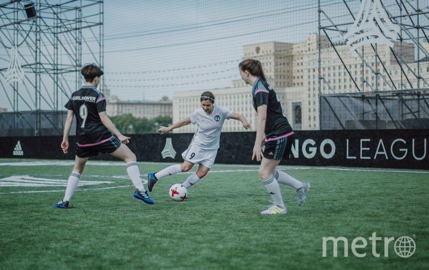 """Члены футбольной команды школы """"Girl Power"""" на турнире. Фото Анна Шмитько, фотограф и вратарь команды """"Girl Power"""""""