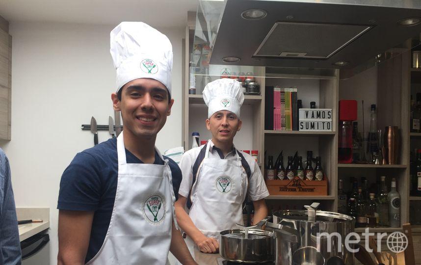 """Марио Кабаллеро и Анджело Касерес остались под большим впечатлением от поездки в Вальпараисо. Фото """"Metro"""""""