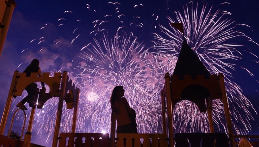 Международный фестиваль фейерверков в Братеевском парке в 2016 году. Фото Василий Кузьмичёнок