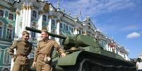 Военная техника прибыла на Дворцовую площадь