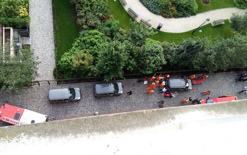 Неподалеку от  Парижа неизвестный сбил шестерых военных