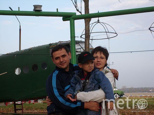 Азат и Лена с младшим сыном Тимуром. Фото из семейного архива, vk.com